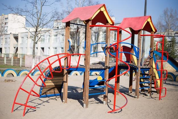Plac zabaw dla dzieci na podwórku w kijowie na ukrainie