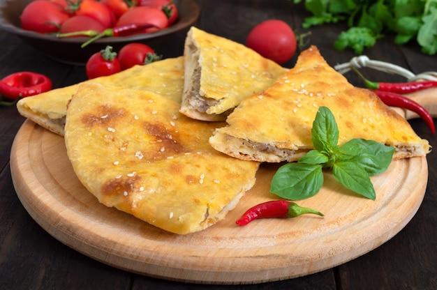 Placek mięsny kubdari gruziński placek