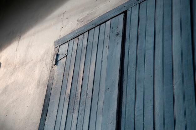 Placencia, drewniane drzwi