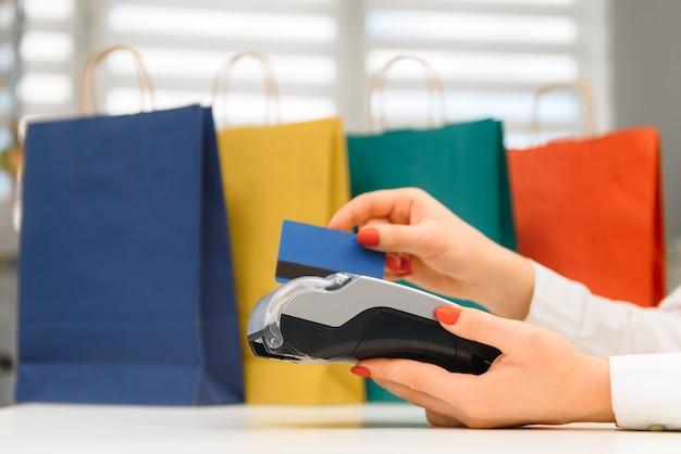 Płacenie smartfonem przy użyciu technologii nfc