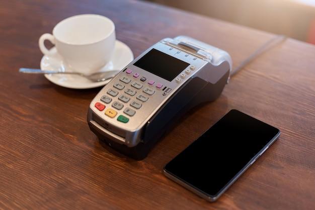 Płacić za kawę