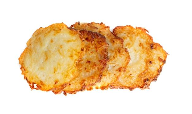 Placki ziemniaczane, latki lub ciasta irlandzkie na białym tle