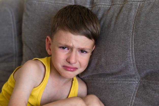 Płaczący Mały Chłopczyk Premium Zdjęcia