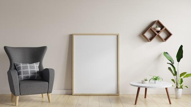 Plakat w salonie na drewnianej podłodze z kanapą, marmurowym stołem i doniczkami po bokach.