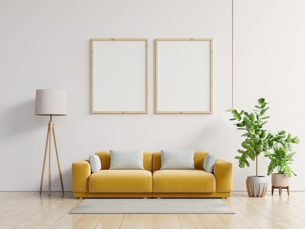 Plakat z pionową ramą stojącą na podłodze w salonie z żółtą sofą.