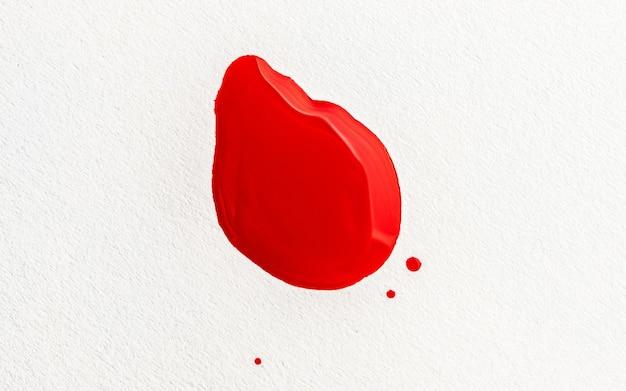 Plama z czerwonej farby