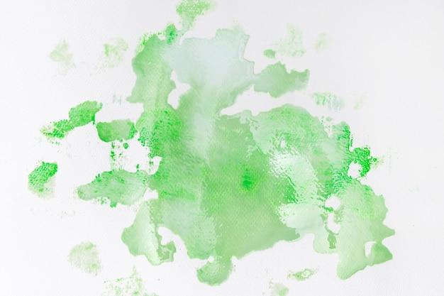Plama z zielonej farby