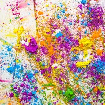 Plamy i stosy różnych jasnych, suchych kolorów
