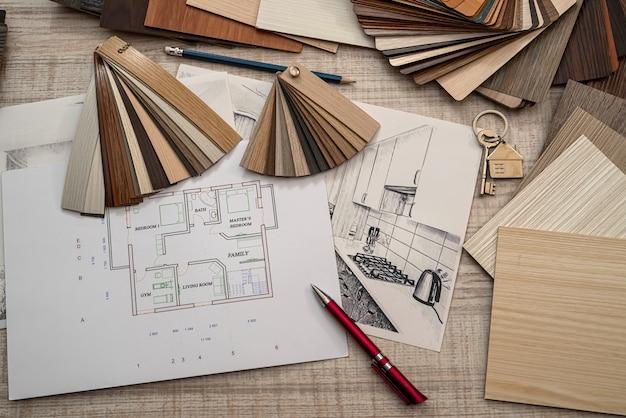 Plan inżyniera budowlanego architekta z próbnikiem kolorów w biurku, koncepcja biznesowa