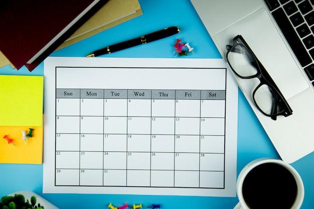 Plan kalendarza prowadzenie działalności lub działalności co miesiąc.