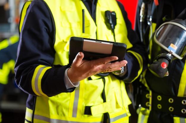 Plan rozmieszczenia straży pożarnej na komputerze typu tablet