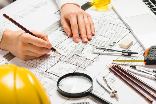 Plan rysunku architekta z ołówkiem