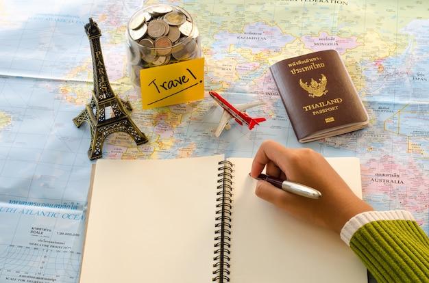 Planowanie i wyposażenie turystyczne potrzebne do wyjazdu na drewnianą podłogę