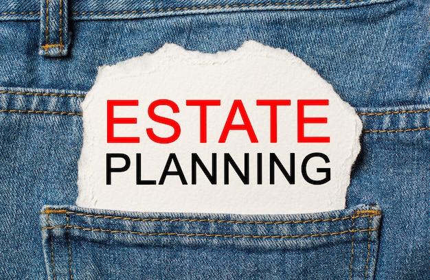 Planowanie nieruchomości na rozdartej powierzchni papieru