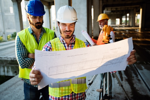 Plany dyskusyjne i plany architektów i inżynierów budowlanych lub geodetów
