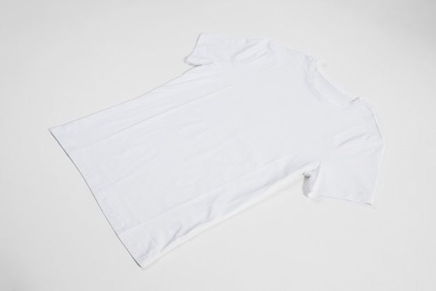Płaska biała koszulka