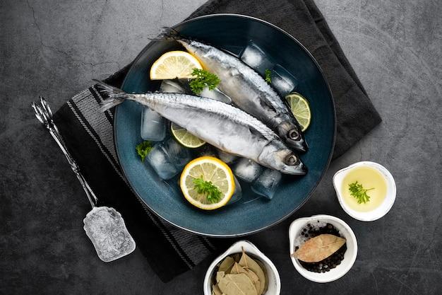 Płaska dekoracja z cytryn i ryb