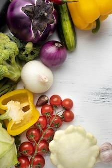 Płaska rama pysznych warzyw