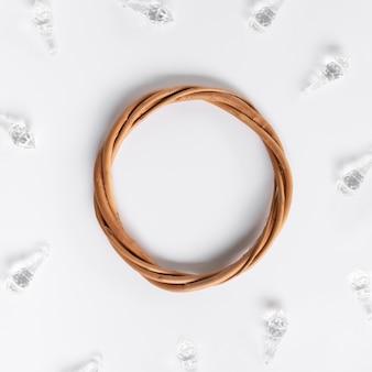 Płaska rama ślubna z kryształami