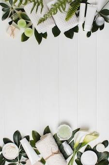 Płaska rama z roślinami i miejscem na kopię