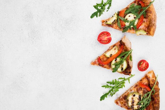 Płaska rama żywności z pizzą