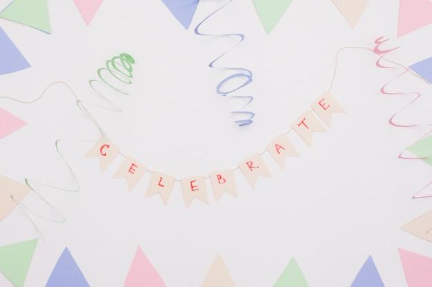 Płaska świecka kompozycja urodzinowa