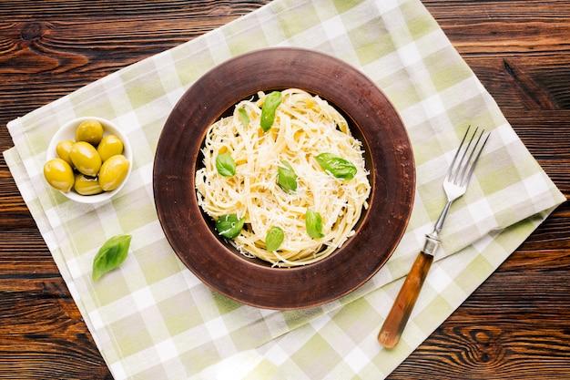 Płaska świeża włoska kompozycja żywności