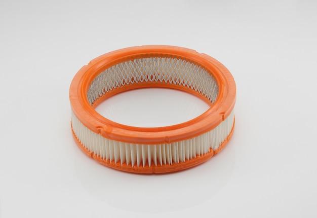 Płaski okrągły kształt filtra samochodowego na białym tle