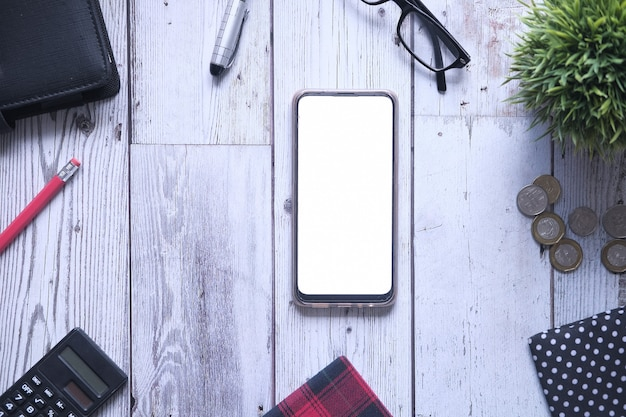 Płaski skład dostawców smartfonów i biur na stole