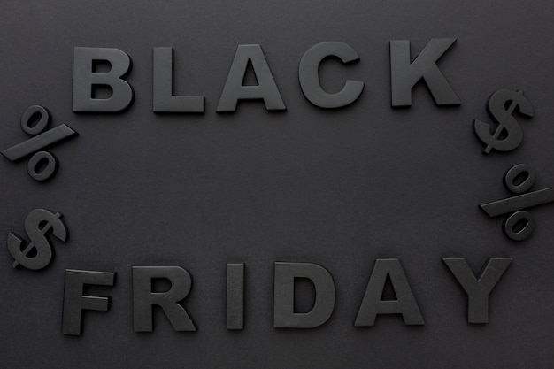 Płaski skład elementów sprzedaży w czarny piątek