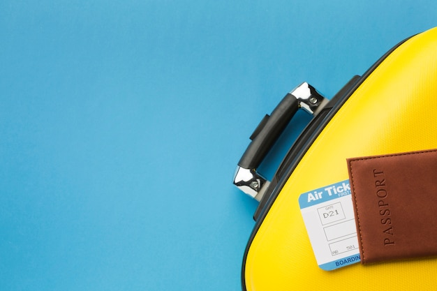Płaski układ bagażu i paszportu z miejsca kopiowania