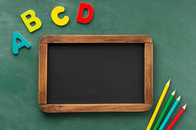 Płaski układ dnia edukacji świeckich z tablicą