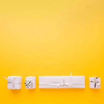 Płaski układ eleganckich prezentów