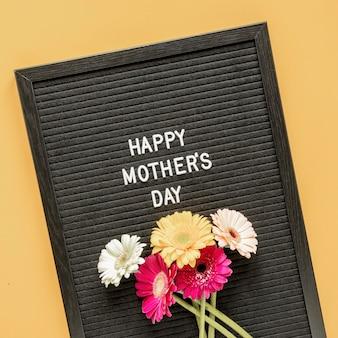 Płaski układ kwiatów na dzień matki