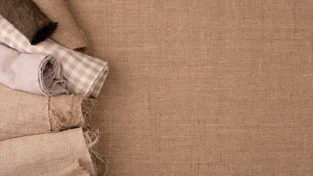 Płaski układ monochromatycznej różnorodności tekstyliów z miejscem na kopię