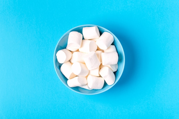 Płaski układ pysznej białej miski marshmallows