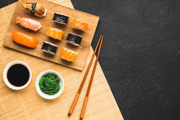 Płaski układ sushi z miejsca kopiowania