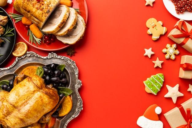 Płaski układ świątecznych potraw z miejsca na kopię