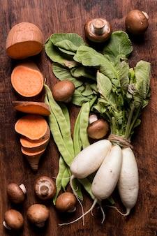 Płaski układ świeżych warzyw