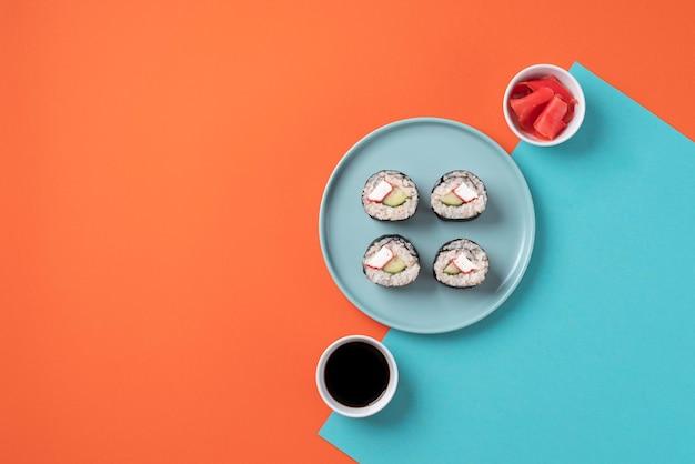 Płaskie jedzenie azjatyckie i sos sojowy?