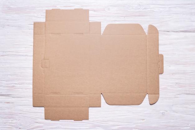 Płaskie kartonowe pudełko