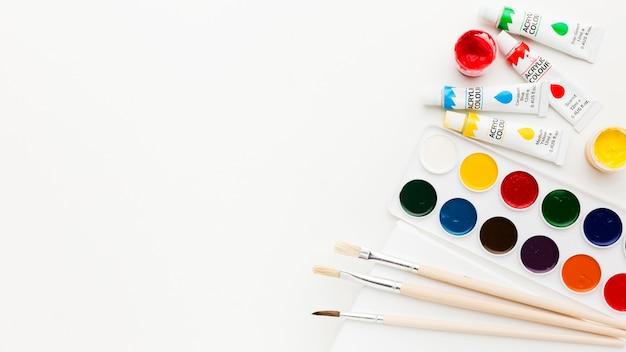 Płaskie miejsce do kopiowania i farby akwarelowe