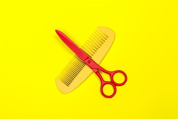 Płaskie świeckich profesjonalnych fryzjer narzędzia na kolor tła