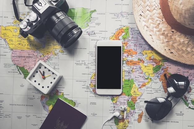 Płaskie świeckich przygody rocznika narzędzi do zwiedzania lub podróży na starej mapie