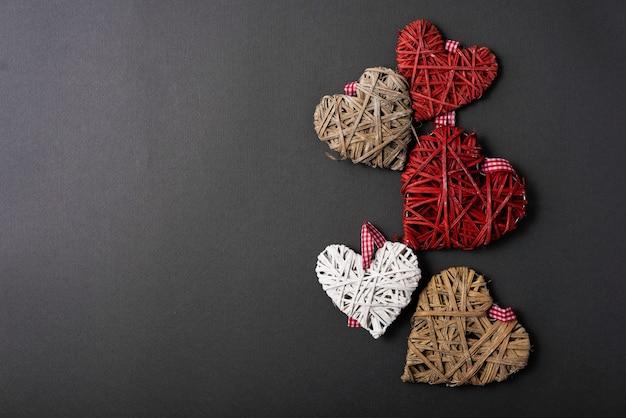 Płaskie świeckich zdjęcie kształtu wielu serc z copyspace