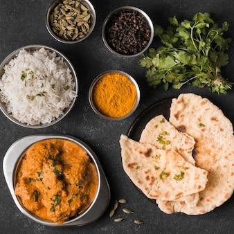 Płaskie świeckie indyjskie jedzenie