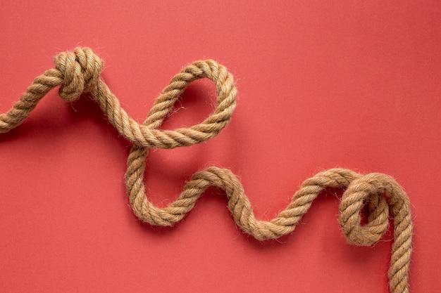 Płaskie sznurki żeglarskie z węzłem