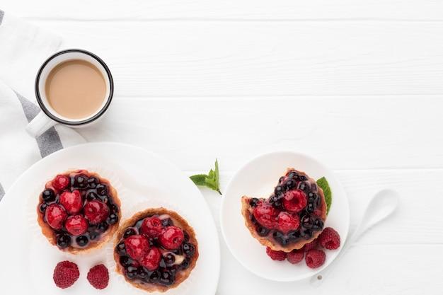 Płaskie tarty owocowe z kawą