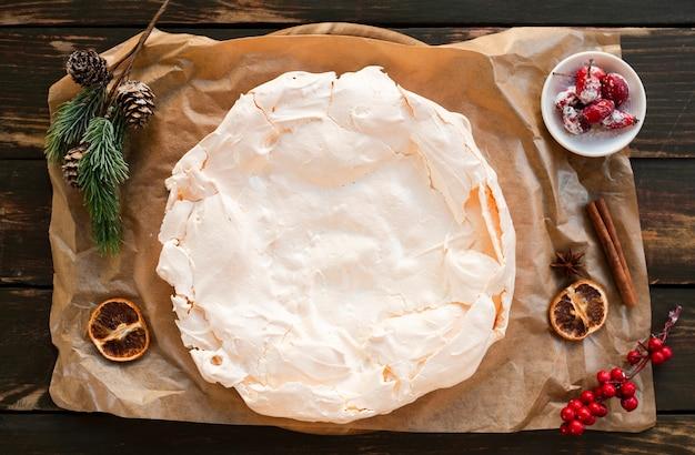 Płaskie układanie ciasta bezowego