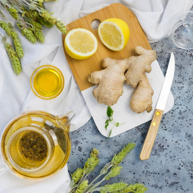 Płaskie układanie organicznych przypraw leczniczych i ziół